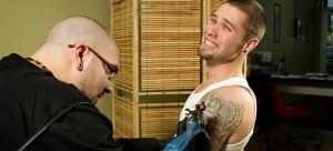 Ein neues Tattoo auf dem JGA.
