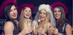 Braut und Freundinnen feiern