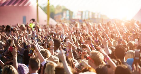 Menschenmenge auf einem Festival