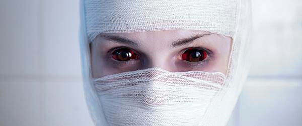Mumie mit Kontaktlinsen