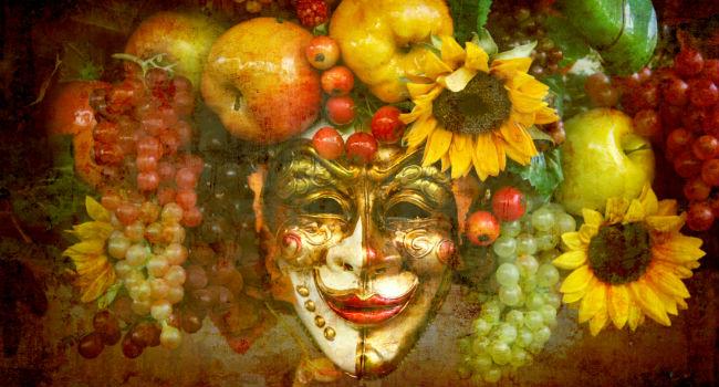 Karnevalsmaske und Obst