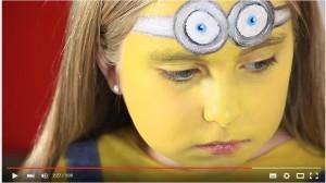 Gelbe Schminke für Minion Look
