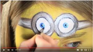 Nahaufnahme Minion Brille schminken