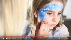 Elsa schminken von der Seite