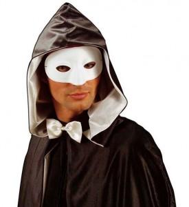 Mann in weißer venezianischer Maske