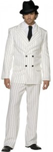 Mann im weißen Mafia Kostüm