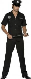 Mann im Polizei Kostüm