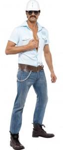 Mann im Bauarbeiter Kostüm