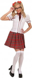 Blonde Frau im sexy Schulmädchen Kostüm