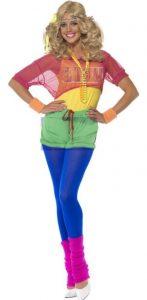 Frau im Neon Anzug