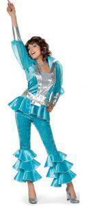 Frau im Dancing Queen Kostüm