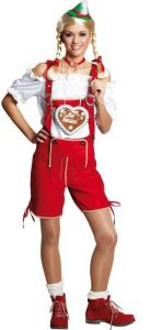 Blonde Frau mit Zöpfen in roter Trachtenhose