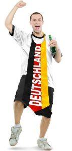 Mann mit knielanger Dutschland-Krawatte