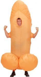 Mann in aufblasbarem Penis Kostüm