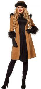 Frau im Mongolin Kostüm