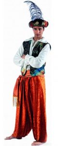 Mann im Aladin Kostüm