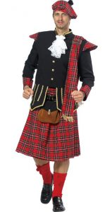 Mann im rot karierten Schottenkostüm