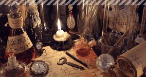 Halloween Deko auf einem Tisch