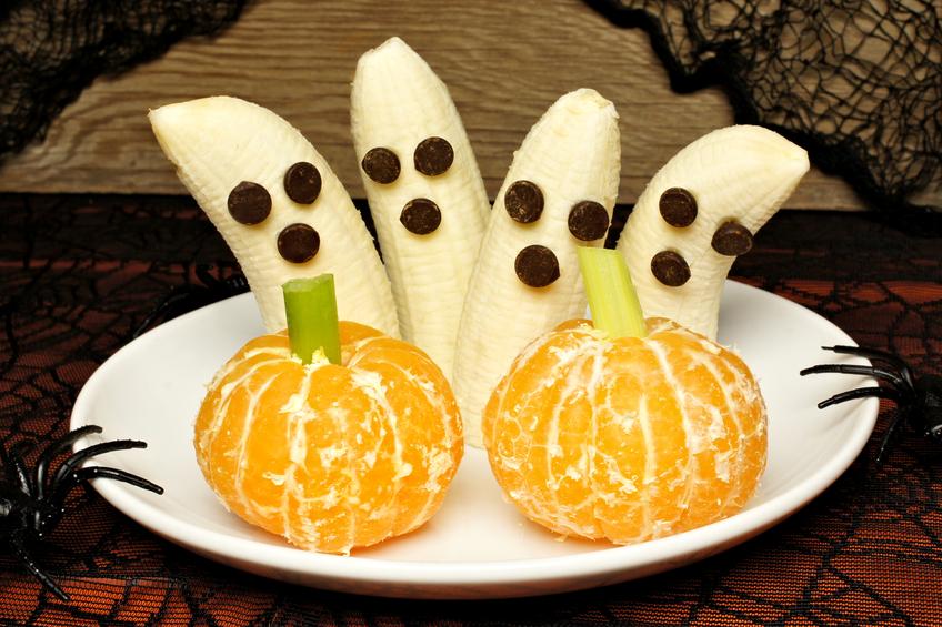 Bananen und Mandarinen als Halloween Snack zubereitet
