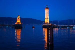 Hafeneinfahrt Lindau im Dunkeln