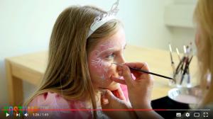 Highlights auf das Prinzessin Gesicht schminken
