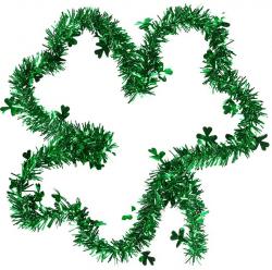 Grünes Lametta in Kleeblattform