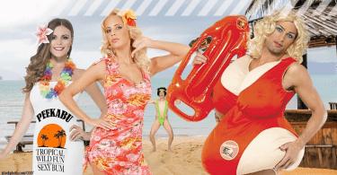 Menschen in lustigen Kostüme am Strand von Mallorca