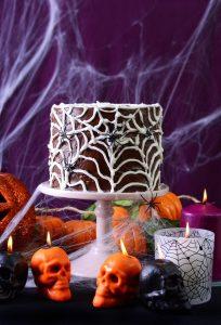 Halloween Tischdeko mit Spinnweben