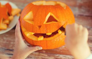 Halloween Kürbis schnitzen - Gesicht
