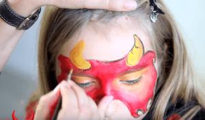 Kinderschminken Teufel gelbe Hörner umranden