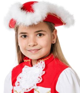 Mädchen mit rotem Tanzmariechen Hut