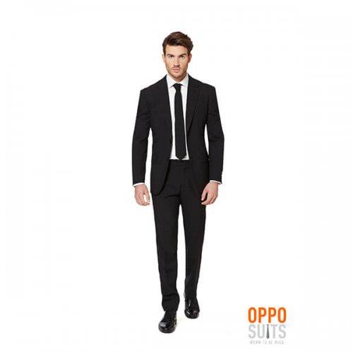 Schwarzer Anzug