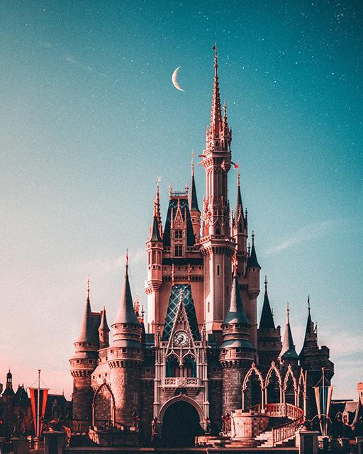 Disney Schloss mit Sternenhimmel und Mond
