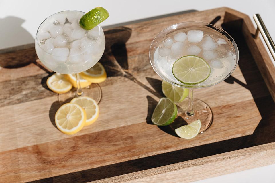 Tablett mit mexikanischen Margarita Cocktails