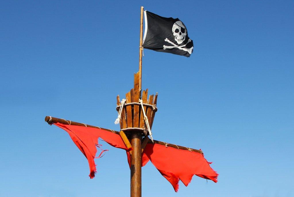 Piratenschiff Mast mit Piraten Flagge